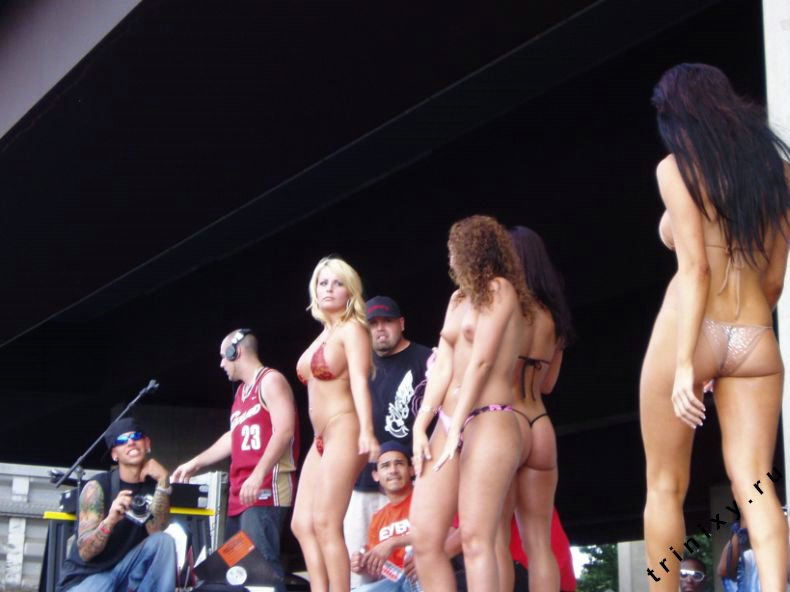 Эротическое шоу на слете байкеров (32 фото) НЮ