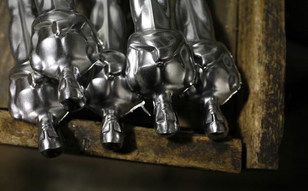 Как создаются статуэтки Оскар (13 фото)