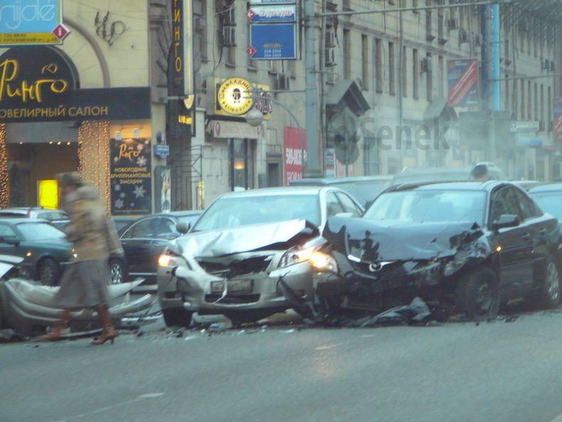 Причина вчерашней пробки на Тверской (4 фото)