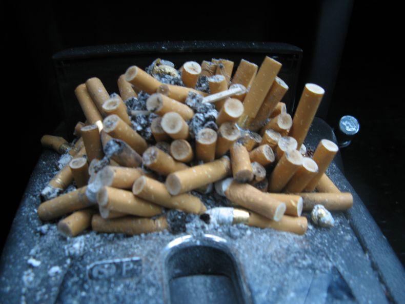 Полная пепельница (7 фото)