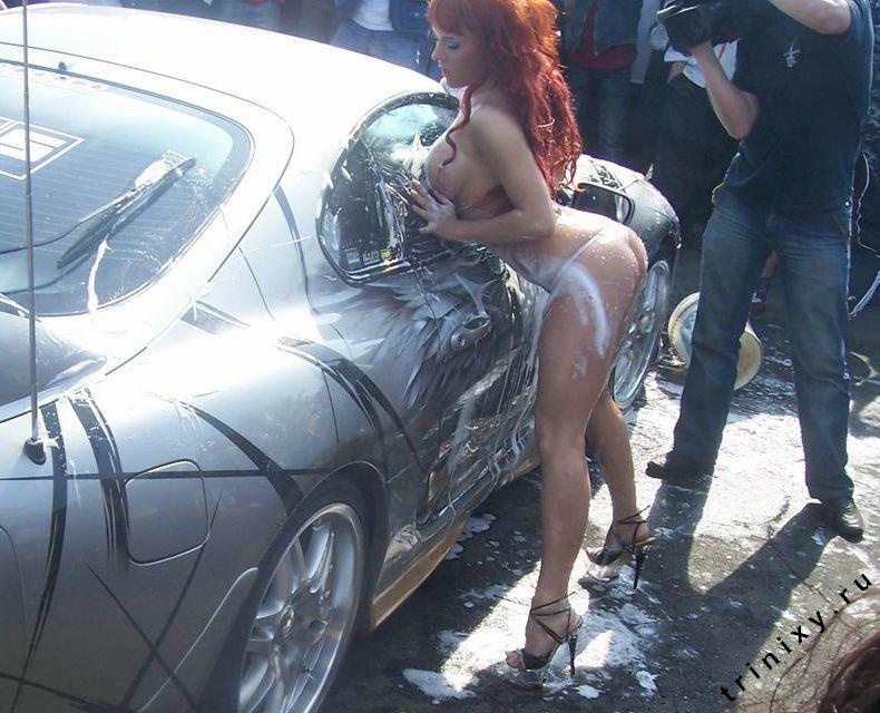 Эротическая автомойка на автошоу на Камчатке (14 фото)
