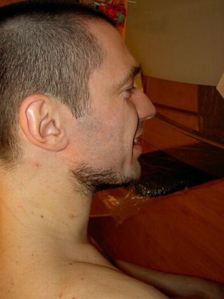 Жесть. Бритье бороды горячи воском (21 фото)