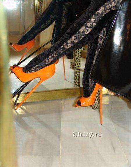 Чудовища на огромных каблуках (26 фото)