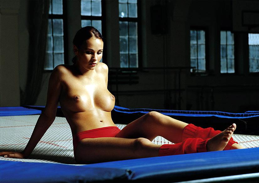 topless-japanese-gymnast