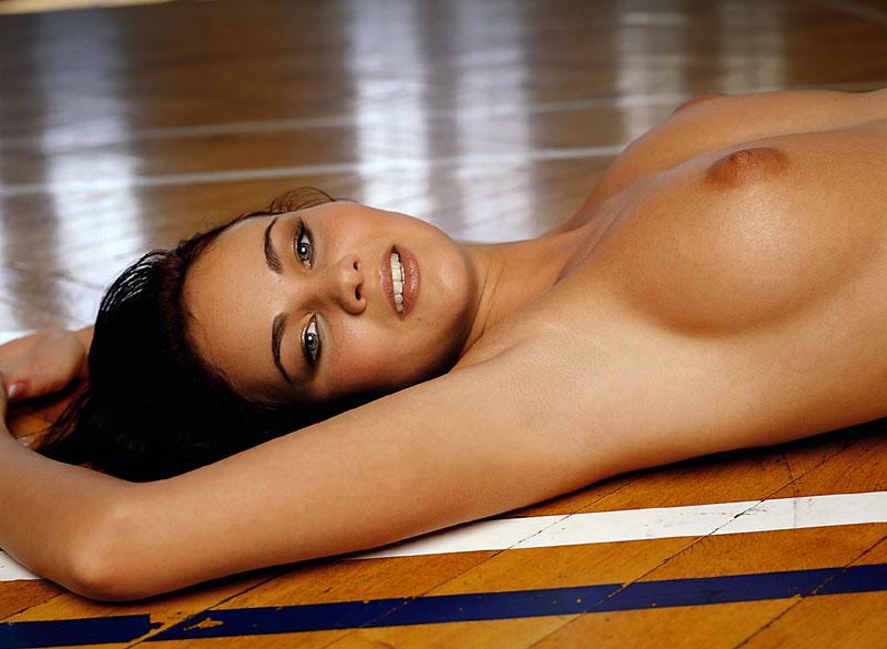 Топлесс-гимнастика (26 фото)