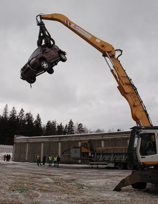 Раздавление Шевроле танком (8 фото)