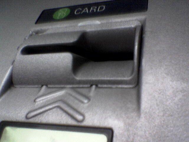 Внимание, кидалово! Банкоматы со скиммерами (8 фото + текст)