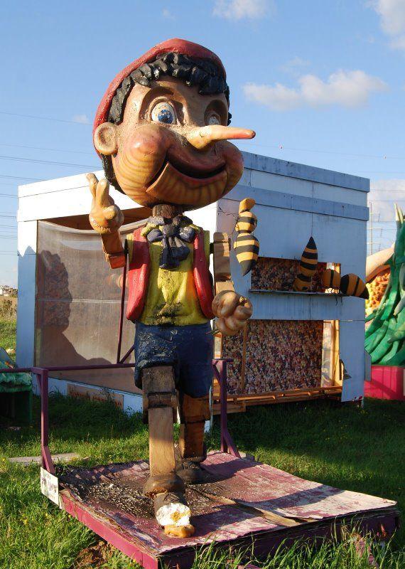 Настоящие монстры детских площадок (17 фото)