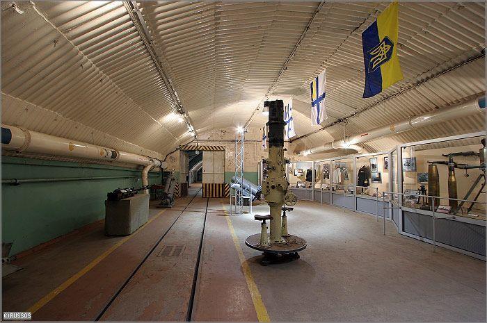 Бывшая секретная военная база в г. Балаклаве недалеко от Севастополя (30 фото)