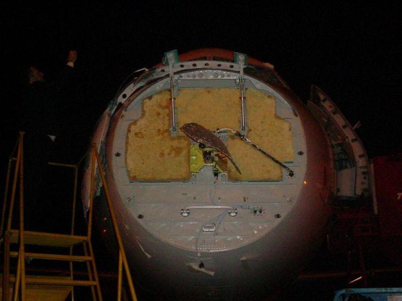 Бразильский самолет попал под град (12 фото)