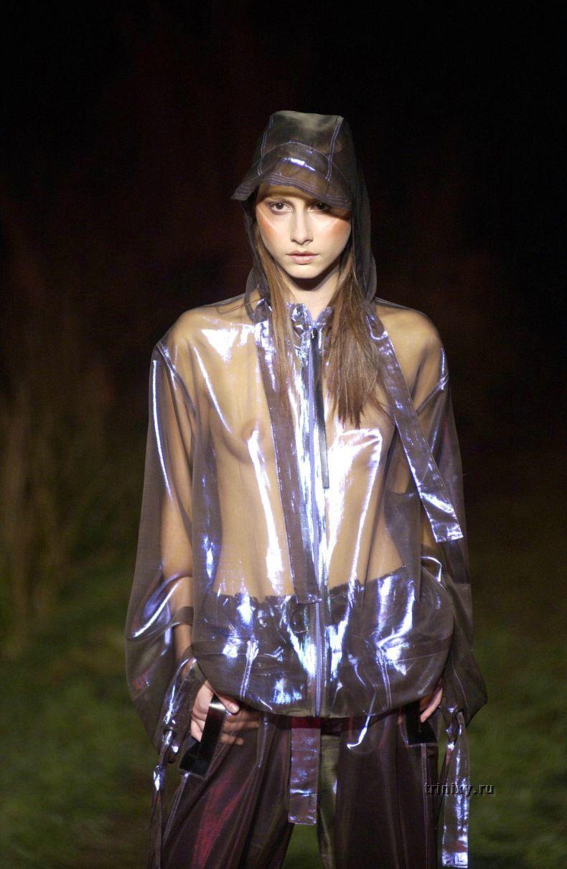Модели на подиуме - топлесс и в прозрачных платьях (60 фото) НЮ