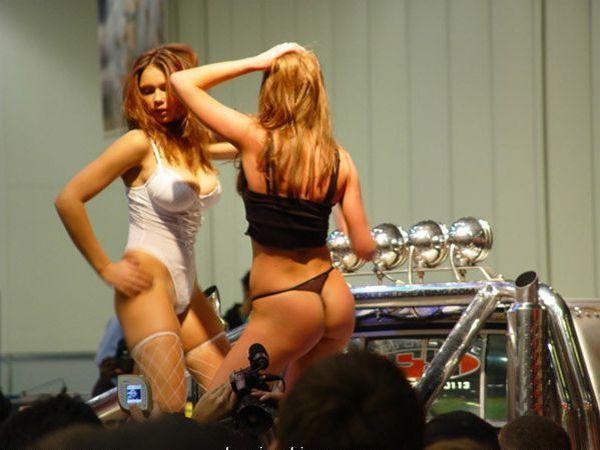 Девушки с автошоу (50 фото)