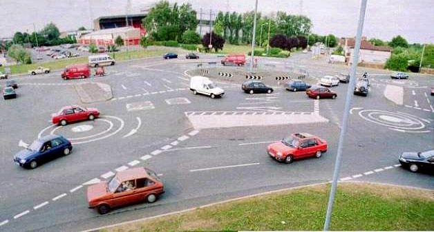 Огромные пробки и необычные дорожные развязки (30 фото)