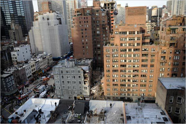 В Нью Йорке рухнул огромный строительный кран (5 фото)
