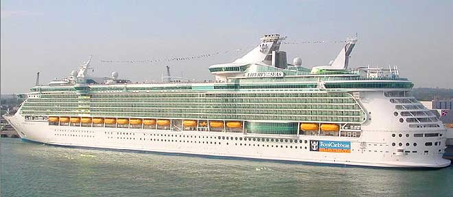 Liberty of the Seas - один из самых больших круизных лайнеров в мире (16 фото)