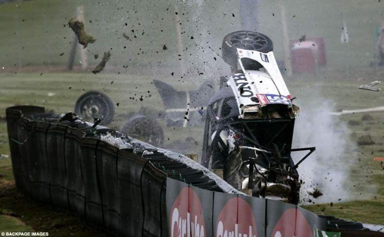Невероятная автомобильная авария пилота Hunter Abbott на Британской GT4 (4 фото + видео)