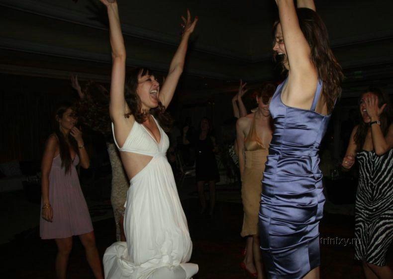 Пьяная свидетельница устроила стриптиз для свадебного альбома (9 фото) НЮ