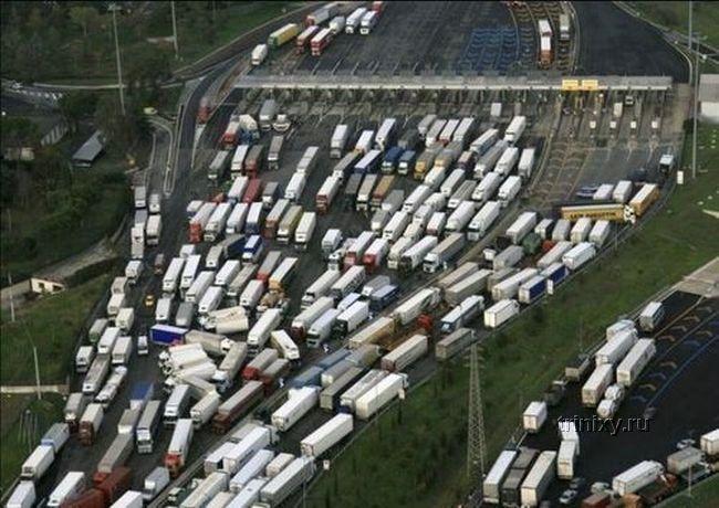 Пробки в различных странах мира (82 фото)