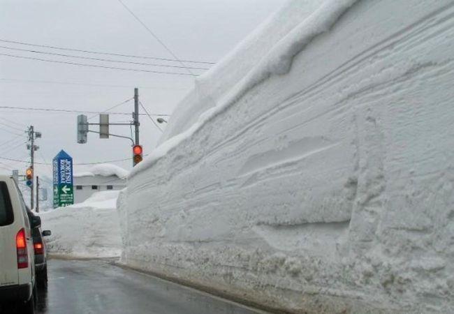 Японию серьезно завалило снегом (5 фото)