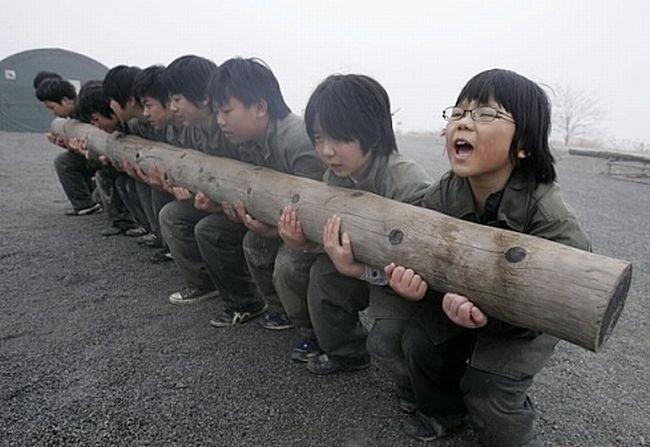 Детский субботник в Корее (9 фото)