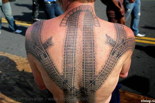 В коллекцию необычных татуировок - железная дорога (11 фото)