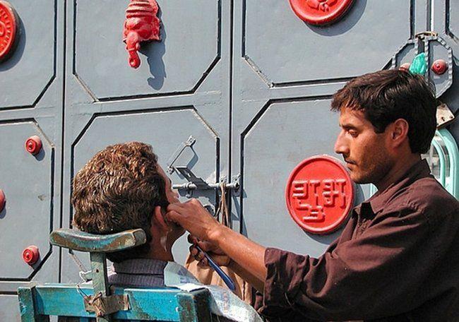 Индийская парикмахерская (10 фото)