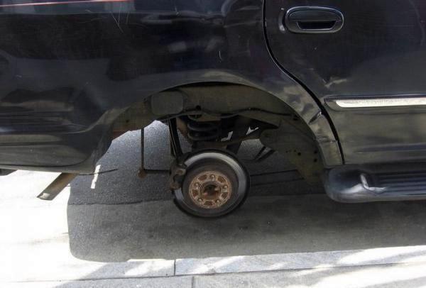 Не оставляйте автомобили без присмотра! (24 фото)