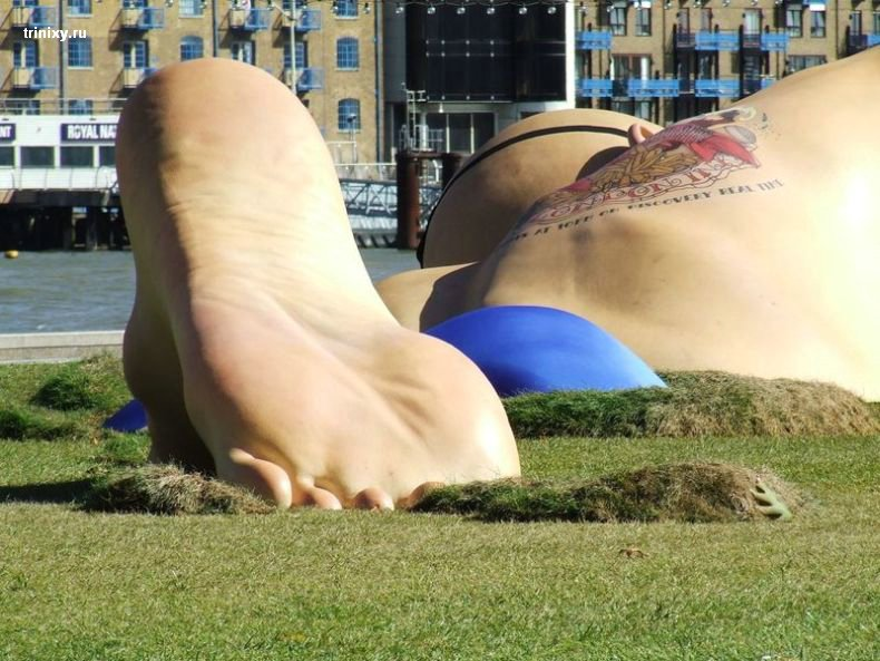 Статуя пловца в Лондоне (11 фото)