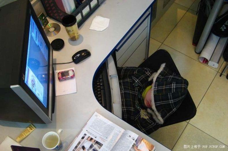 Как правильно встретить праздник на работе (7 фото)