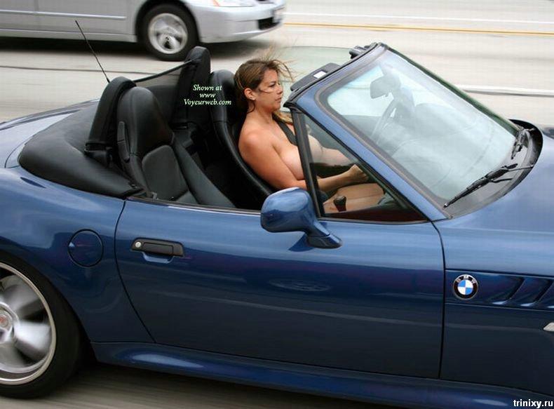 Немного классики. Топлесс девушка в BMW (7 фото) НЮ