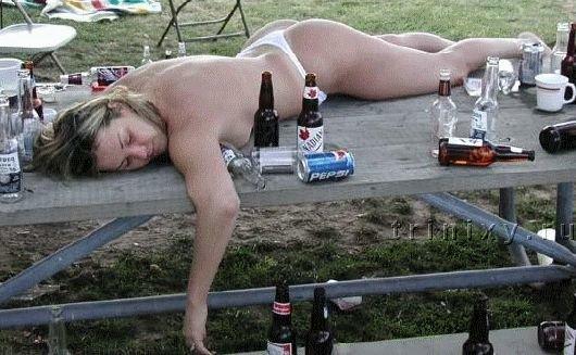 Фото пьяные голые тетки