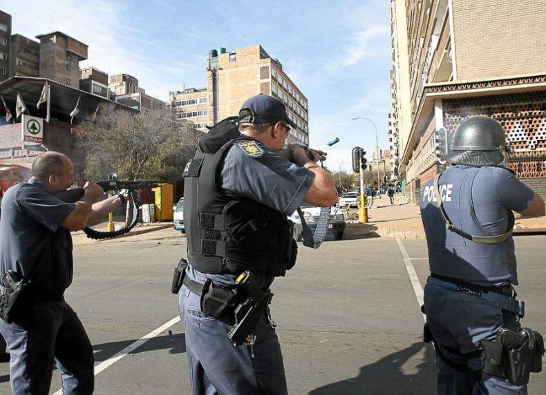 Разборки с гастарбайтерами в ЮАР (5 фото)
