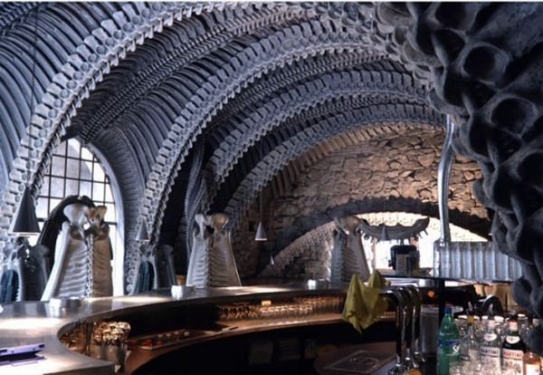 Необычный скелет-бар (10 фото)