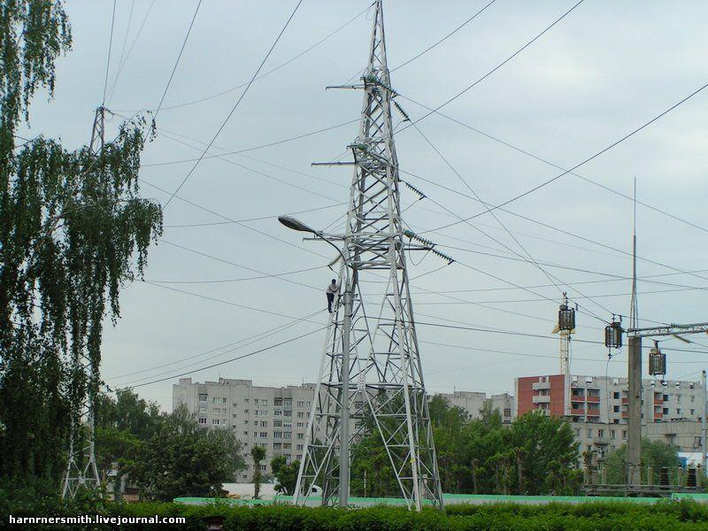 Дагестанец на ЛЭП в центре Рязани (2 фото)