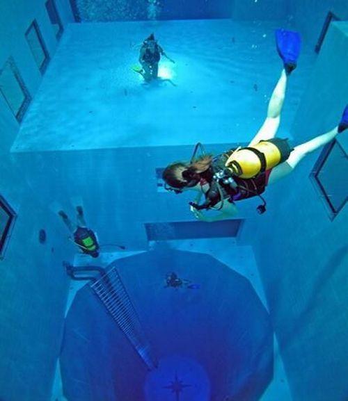 Самый глубокий плавательный бассейн в мире (13 фото + видео)