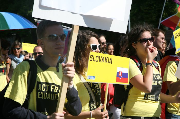 Гей-парады в Москве и Латвии (64 фото + текст)