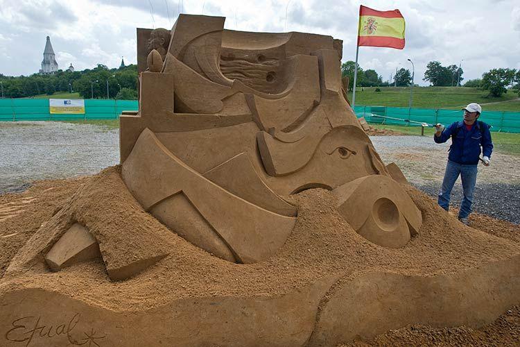 Скульптуры из песка (9 фото)