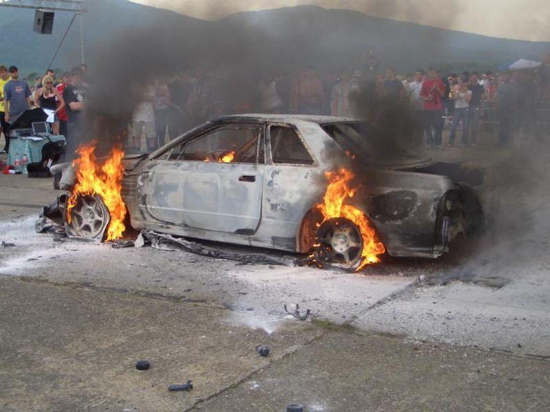 Nissan Skyline GT-R стоимостью $85000 сгорел до тла (11 фото + 2 видео)