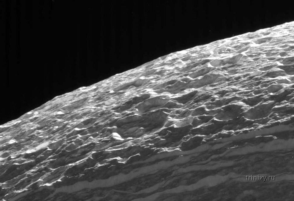 Уникальные фотографии Сатурна и его спутников (12 штук)