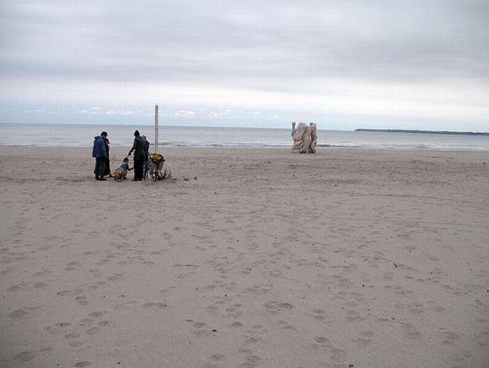 Памятник куриному окорочку (13 фото)