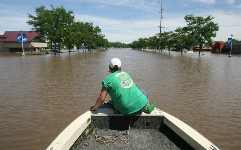 Последствия торнадо в Айове (16 фото)