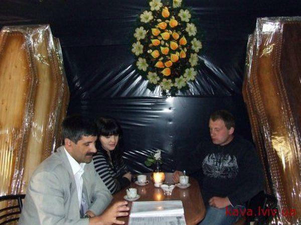 Гроб-бар в Трускавце (10 фото)