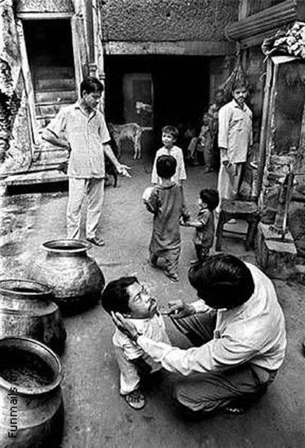 Умер самый маленький человек на Земле (8 фото)
