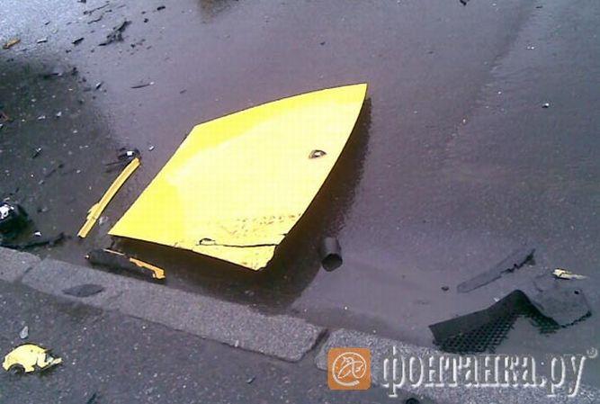 Два разбитых суперкара (15 фото)
