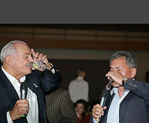 Пьющие власть имущие (68 фото)