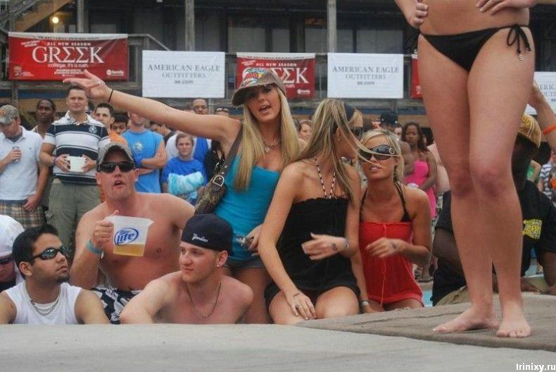 Конкурс бикини и мокрых футболок (34 фото)