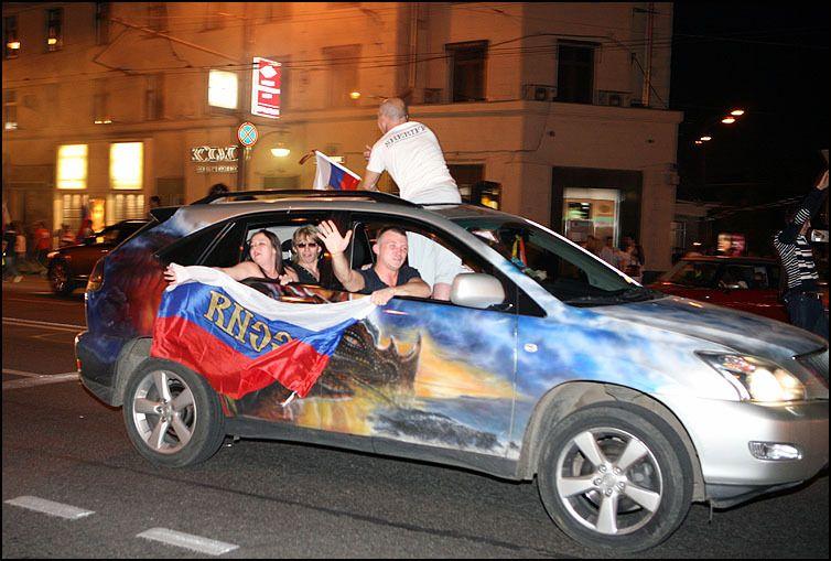 Как Россия праздновала футбольный разгром Голландии (109 фото)