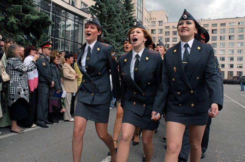 Школа МВД празднует выпускной (8 фото)