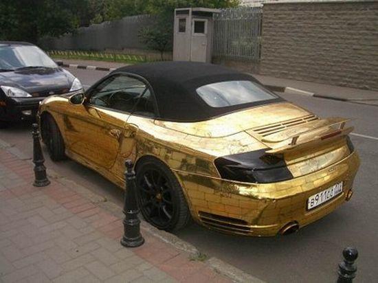 Золотой автомобиль (9 фото)