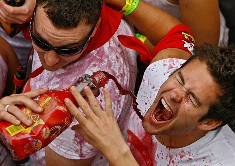 """Настоящее сумасшествие – фиеста """"Сан Фермин"""" (30 фото) Осторожно, есть НЮ!"""